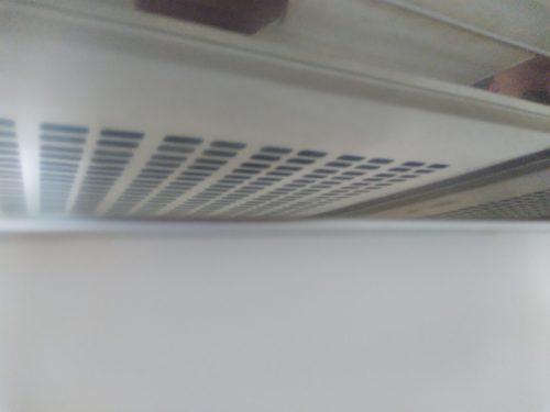 換気扇ゾーンの銀色の壁。