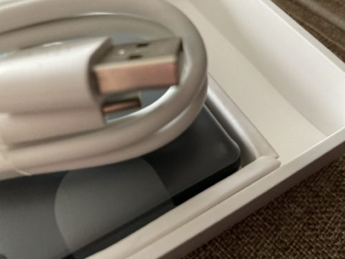 『Rakuten Mini』の充電ケーブル。